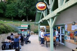 Places to eat around the Causse Lake