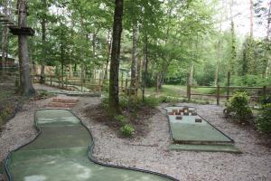 Faire du Mini Golf Mayaventure en Corrèze