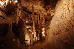 Les grottes de presque proche Lissac