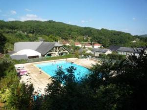 Residence de Vacances avec super Piscine au bord du lac du Causse